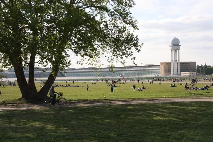 Tempelhofer Park - Perspective du parc et de l'ancien terminal