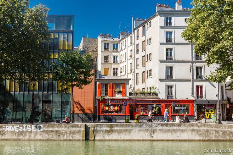 La librairie Artazart sur les bords du Canal Saint-Martin