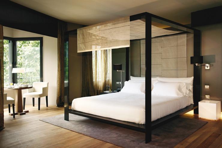 Hotel Omm - Chambre avec lit à baldaquin
