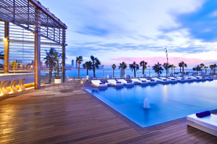 W Barcelona - Piscine extérieure de l'hôtel