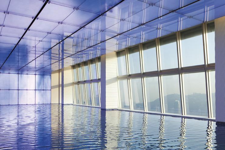 The Ritz-Carlton Hong Kong - Piscine infinity à plus de 400 mètres d'altitude