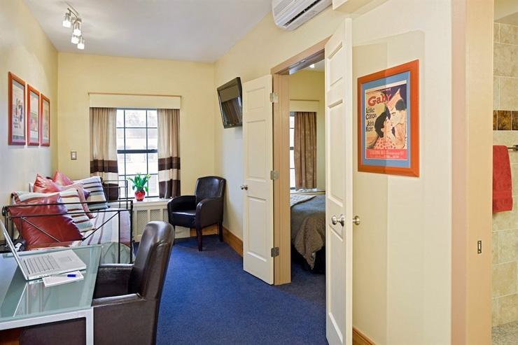 Chelsea Pines Inn - Suite