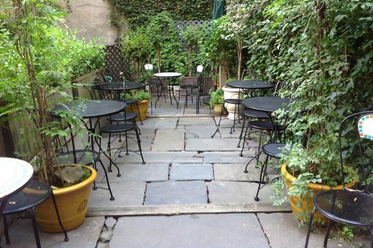 Chelsea Pines Inn - Cour intérieure