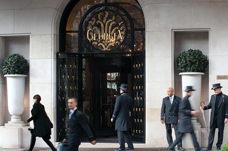 Entrée de l'hôtel sur l'avenue George V