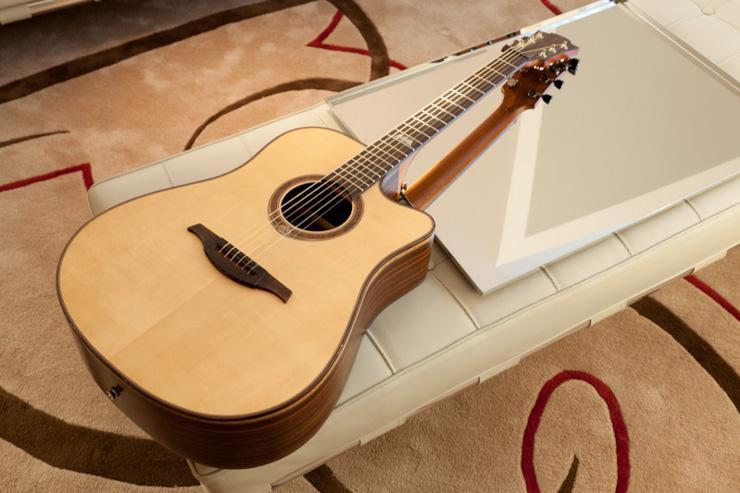 Guitare dans une chambre