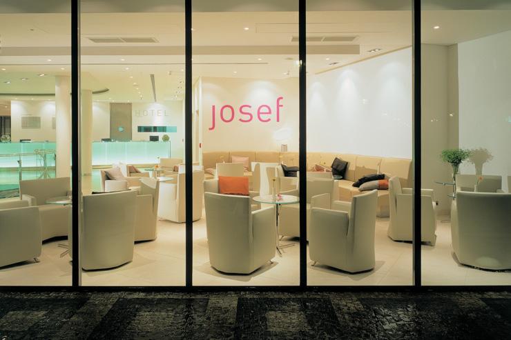 Hotel Josef Prague - Le lobby vu de l'extérieur