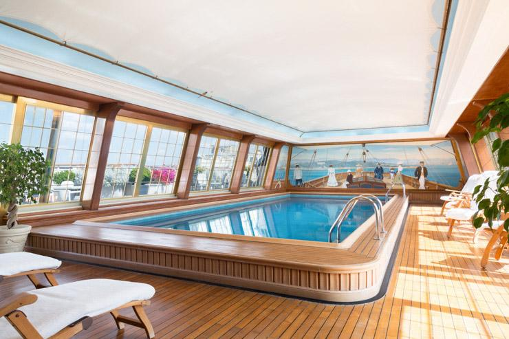La piscine du dernier étage au Bristol