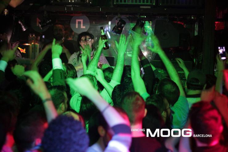 Moog Barcelona - Skrillex devant une foule de clubbers en délire
