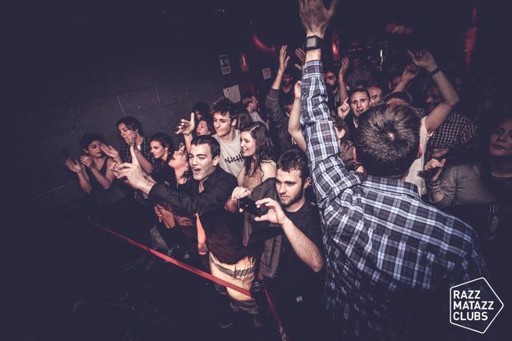 Razzmatazz - Foule enthousiaste de clubbers