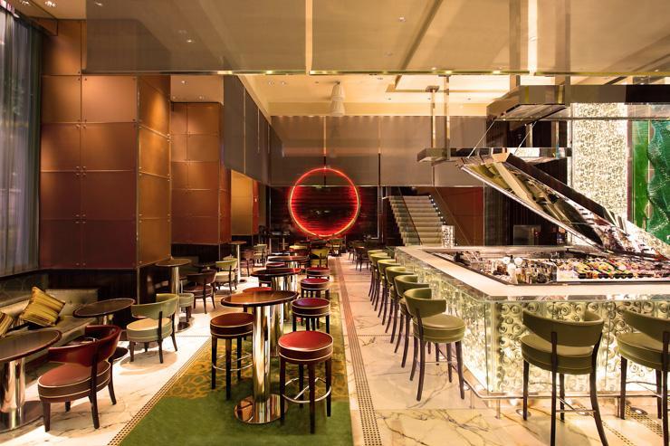 Mo Bar au The Landmark Mandarin Oriental  - Intérieur du bar