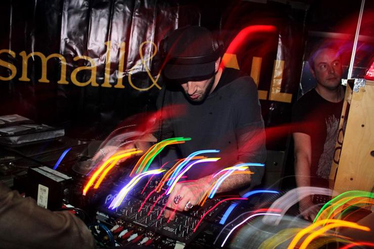 Small&Tall - Dans le DJ booth