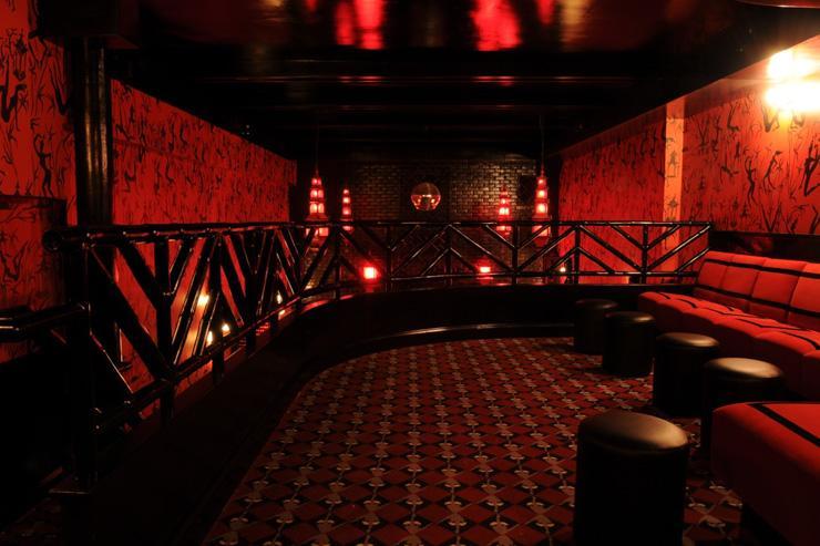 Le Baron Chinatown - Mezzanine