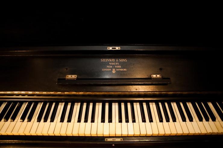 Dutch Kills - Piano