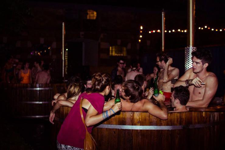 Clubbeurs enthousiastes à Die Nacht (été 2013)