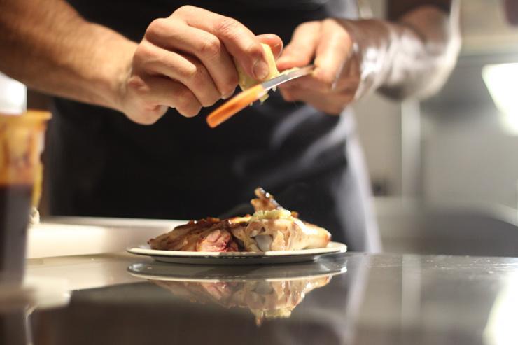 Mary Céleste - Préparation des assiettes