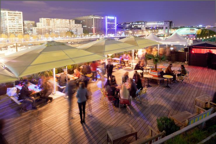 L'immense terrasse du Nüba sur le toit de la Cité de la Mode et du Design