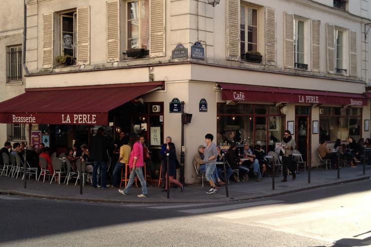Façade de La Perle l'angle de la rue Vieille du Temple et rue de la Perle