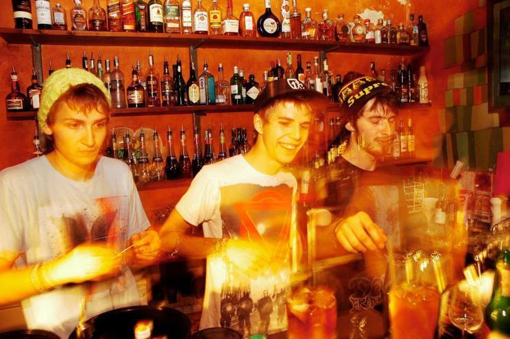 Les jeunes et joyeux barmen du Hapu