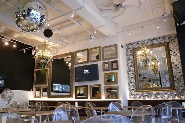 Microcosmos Café x Lounge - Intérieur vu de jour