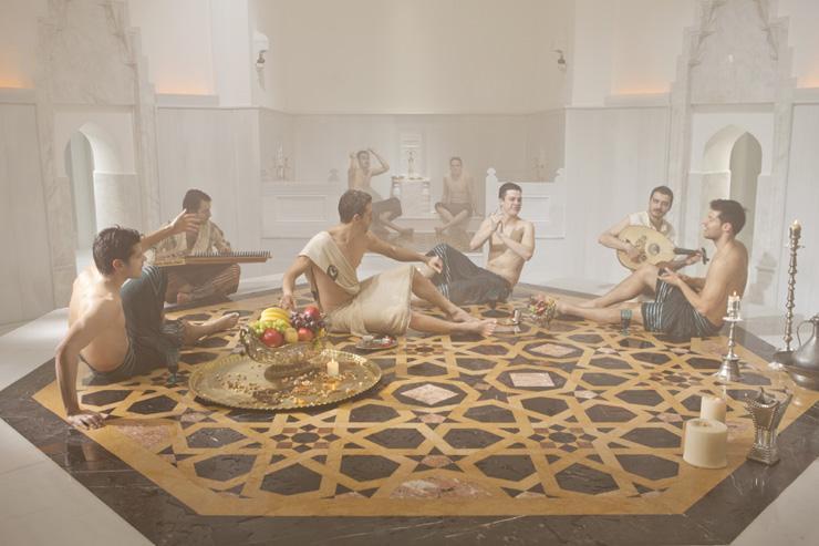 Ayasofya Hürrem Sultan Hamamı - Mise en scène dans la salle de repos des hommes