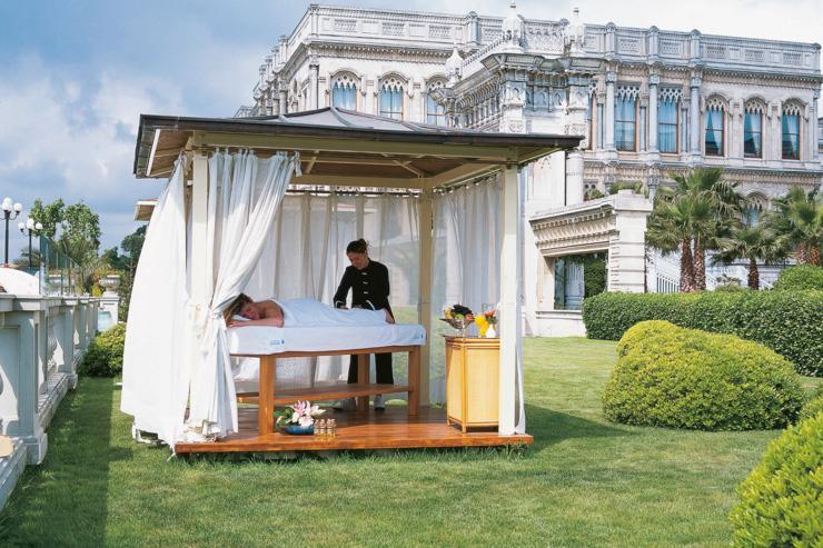 Sanitas Spa au Ciragan Palace Kempinski - Soin dans le jardin de l'hôtel