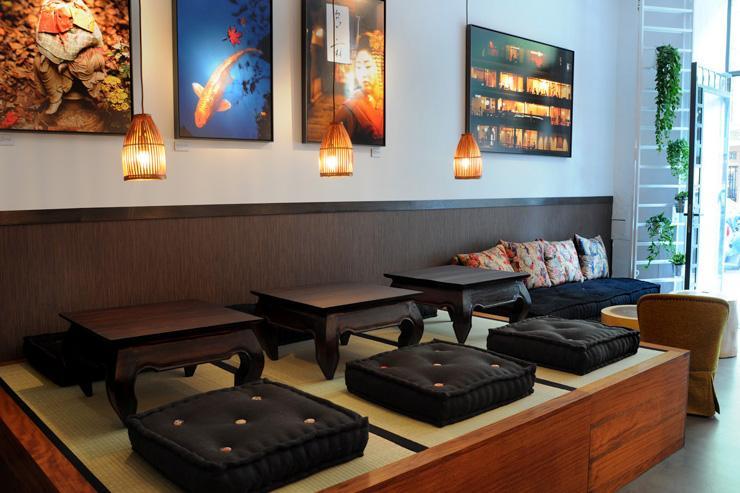 Akashi Gallery - Tables japonaises traditionnelles sur tatami