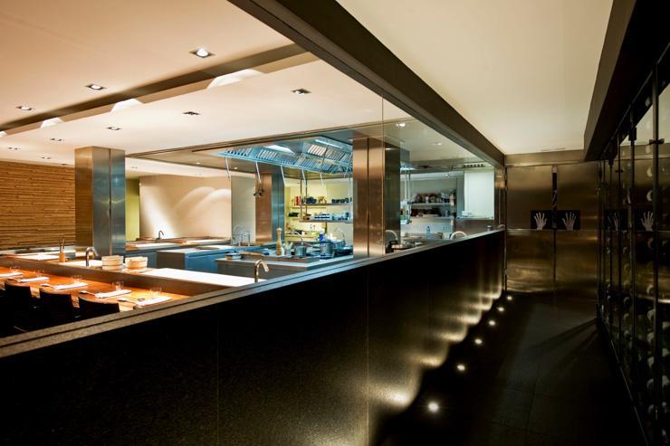Koy Shunka - Le comptoir fait face à la cuisine ouverte