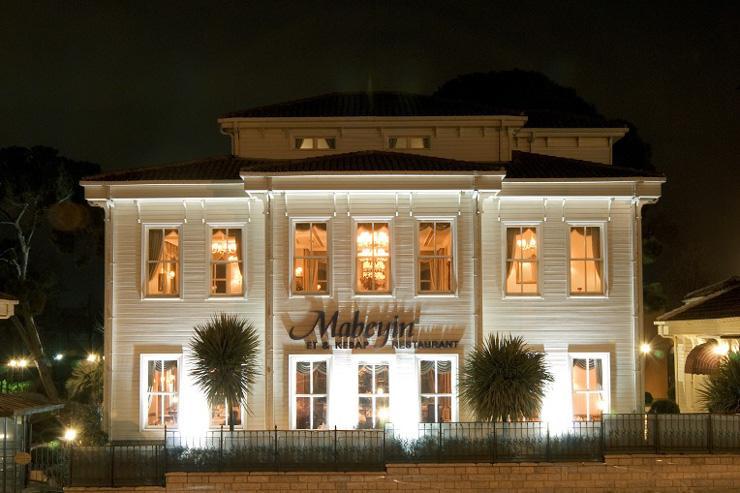 Façade du restaurant Mabeyin vu de nuit