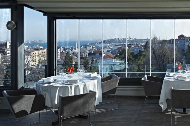 Nicole Restaurant à Istanbul - Intérieur vitré du restaurant