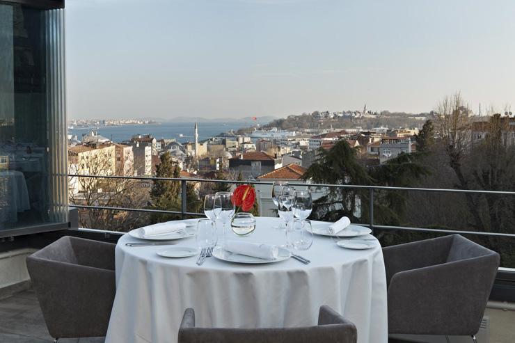 Nicole Restaurant à Istanbul - Vue sur le Bosphore depuis la terrasse