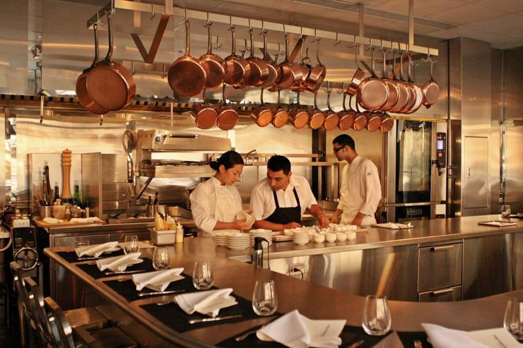Chef's Table at Brooklyn Fare - Cesar Ramirez prépare le dîner