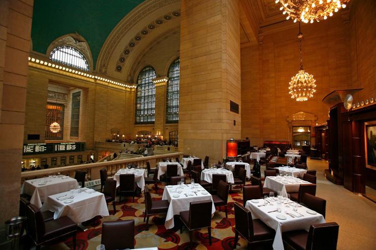 Michael Jordan's - The Steak House - La salle à manger surplombe le hall de Grand Central