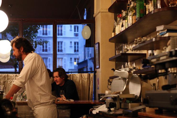 Inaki Aizpitarte derrière le comptoir du Chateaubriand