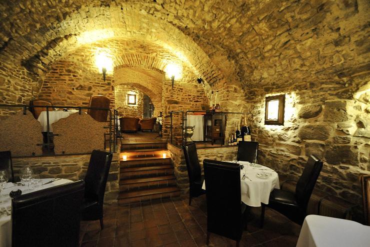 Le Terroir, installé dans une cave voûtée du XIème siècle