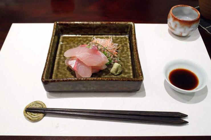 Sushi servi au restaurant triplement étoilé Esaki