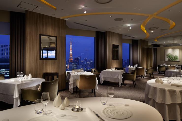 Pierre Gagnaire Tokyo au ANA InterContinental Tokyo - Vues sur la Tour de Tokyo depuis la salle à manger