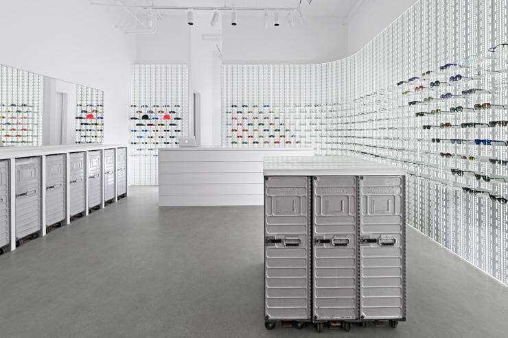 Mykita - Intérieur du magasin aux lignes futuristes