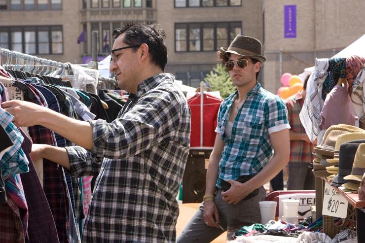 Brooklyn Flea - Chine dans les rayons de vêtements vintage