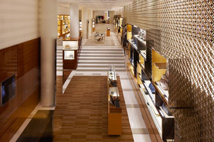 Flagship store Louis Vuitton sur les Champs-Elysées - Rez-de-chaussée consacré à la maroquinerie