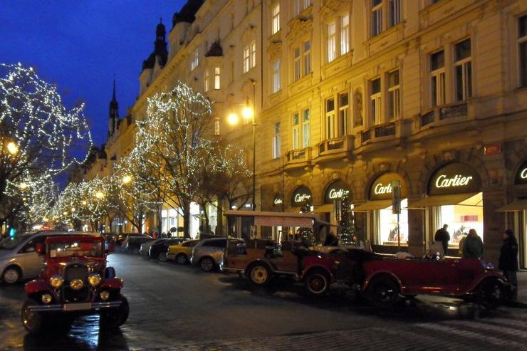 La rue Pařížská de nuit
