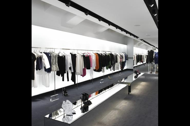 Intérieur du concept store SIMPLE - Prêt-à-porter