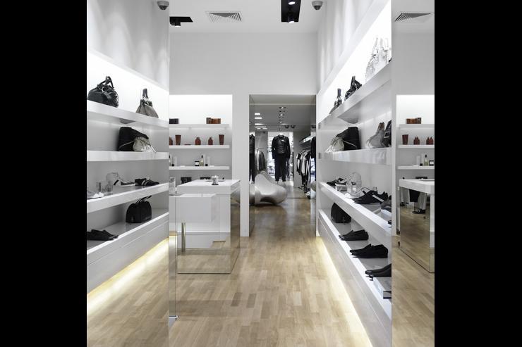 Intérieur du concept store SIMPLE - Sacs & Souliers