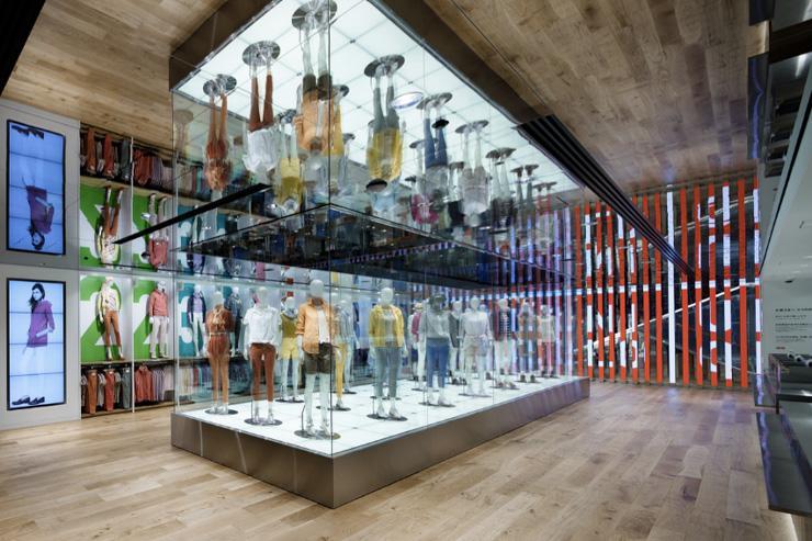 Uniqlo Ginza - Intérieur du flagship store