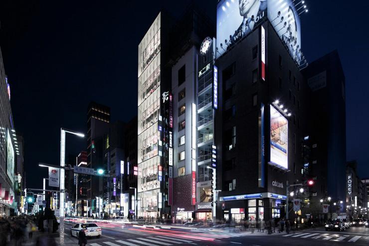 Uniqlo Ginza - Extérieur du flagship store vu de nuit