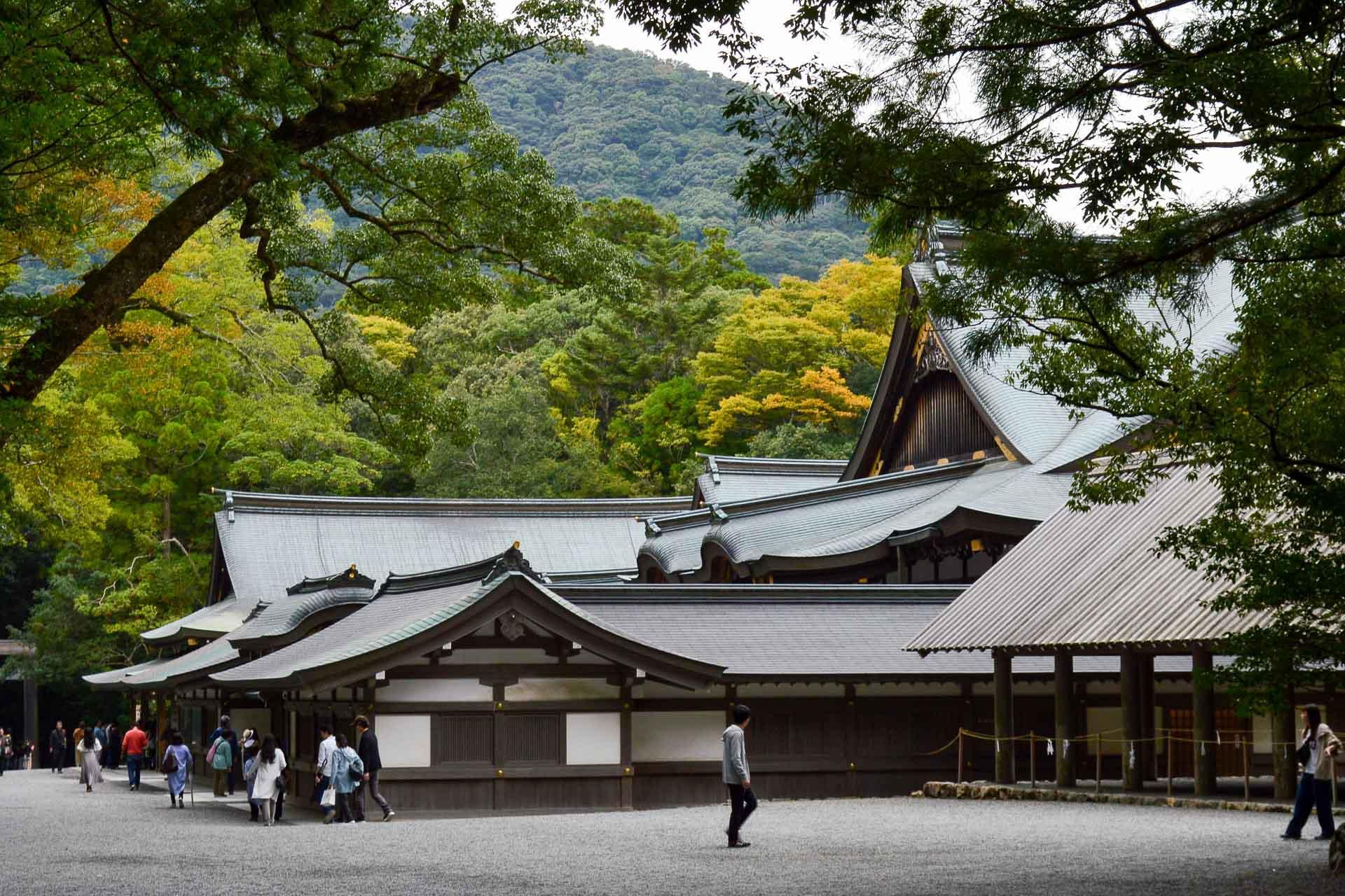 Le sanctuaire est reconstruit à son image tous les vingt ans, permettant ainsi un gage de pureté.