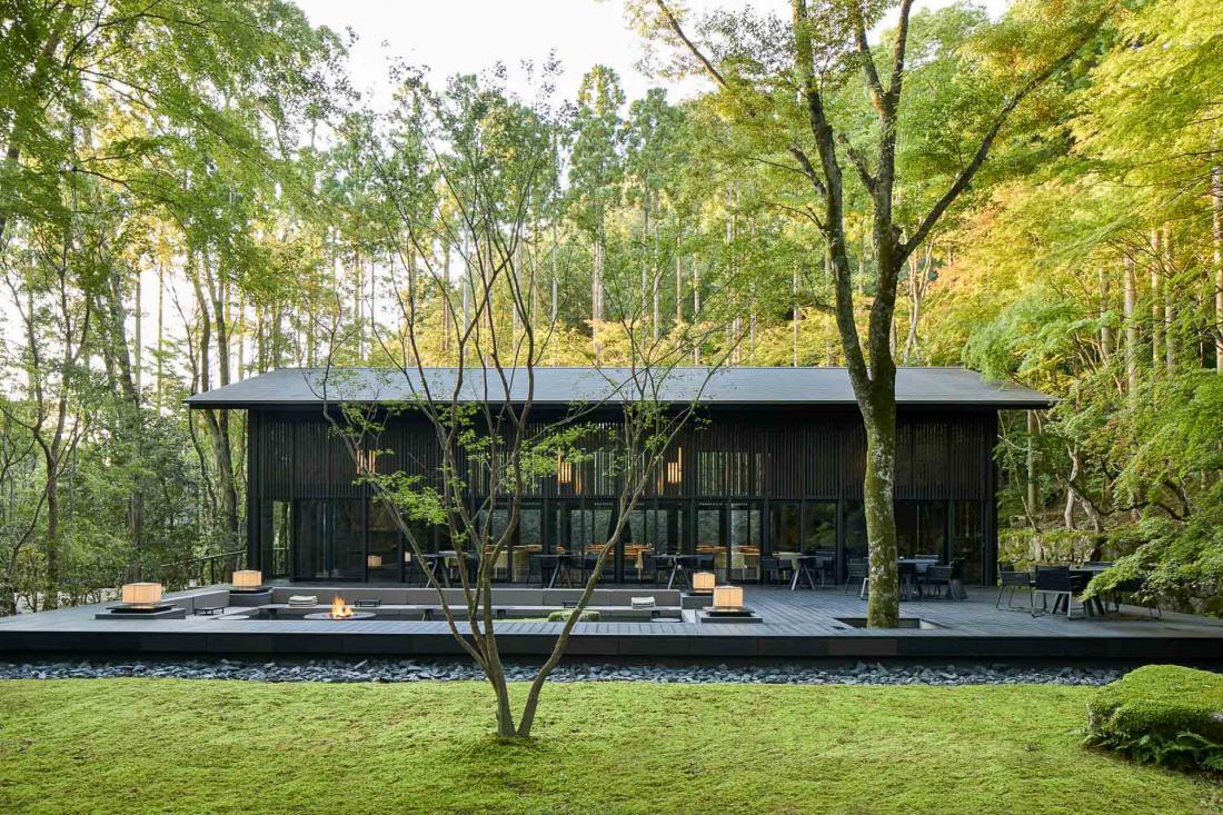Au cœur de l'immense propriété (32 hectares dont trois de jardin), le Living Pavilion est l'épicentre de la vie sociale de l'hôtel