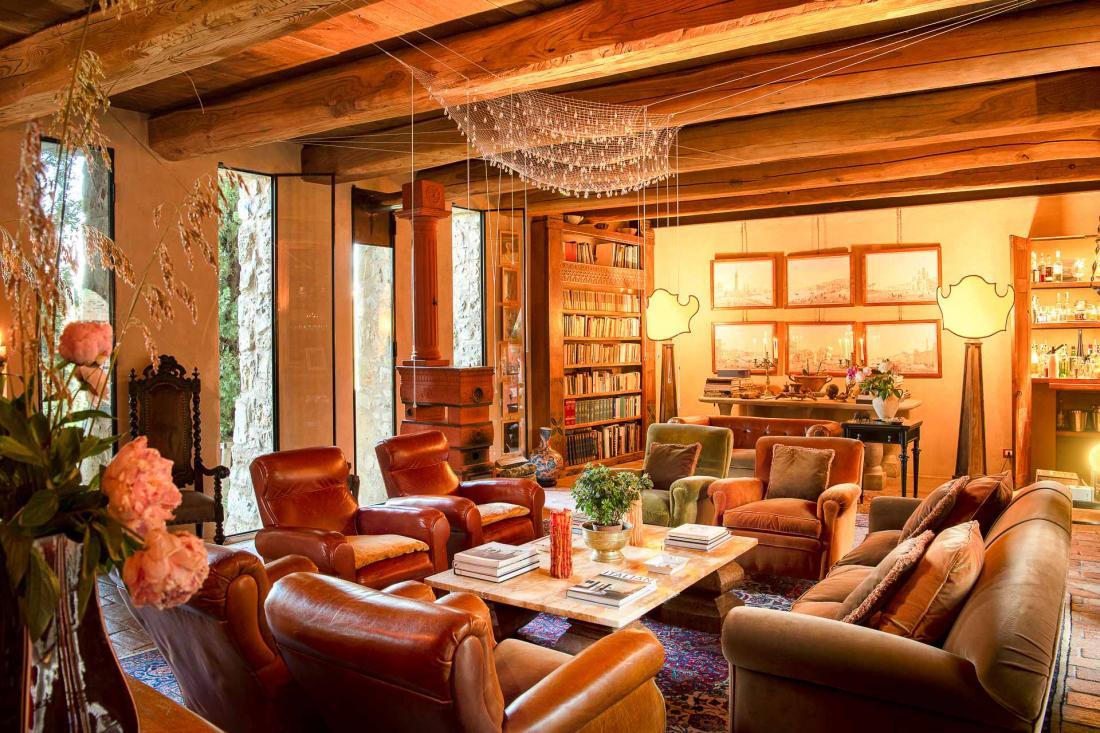 L'espace salon, que les propriétaires ont pensé comme un lieu de détente et de partage, est fait pour que chacun puisse se sentir chez soi