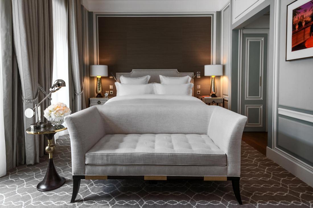 Le l gendaire h tel de crillon rouvre ses portes la for Hotel du collectionneur nombre de chambres