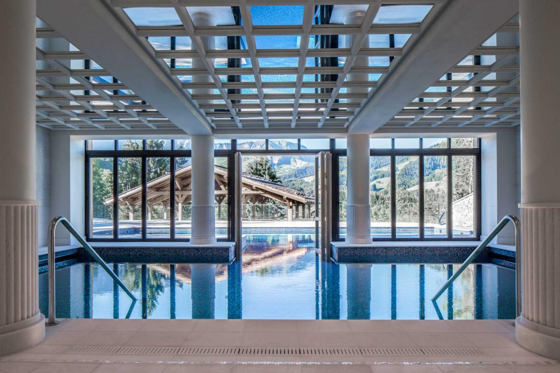Four seasons hotel meg ve les premi res images de l 39 h tel for Piscine yves blanc