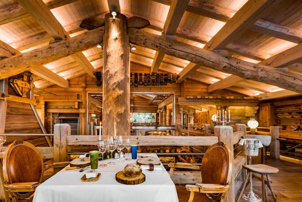 La maison des bois de marc veyrat rouvre ses portes plus for Marc veyrat ustensiles de cuisine